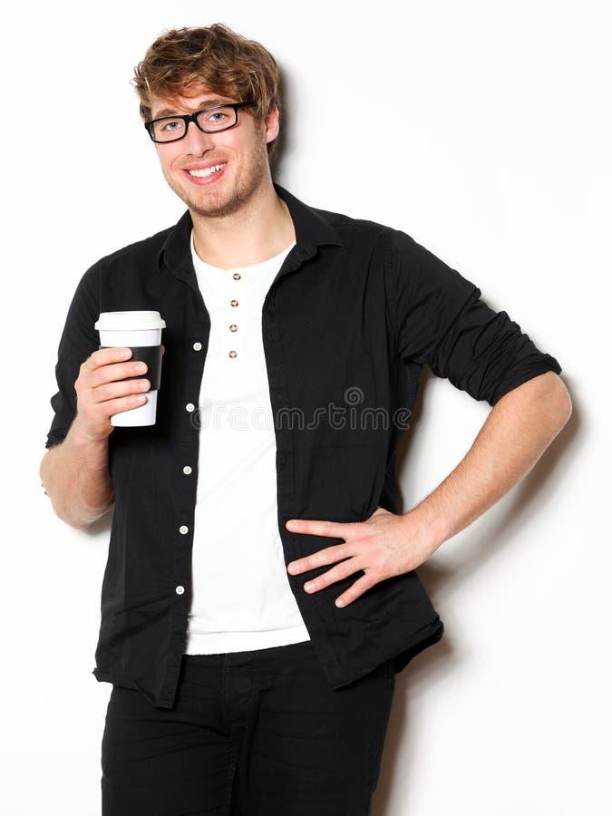 Młody człowiek pije kawowego portret fotografia stock