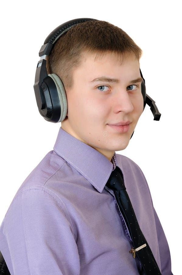 Młody człowiek w hełmofonach - kalia centrum operator obraz royalty free