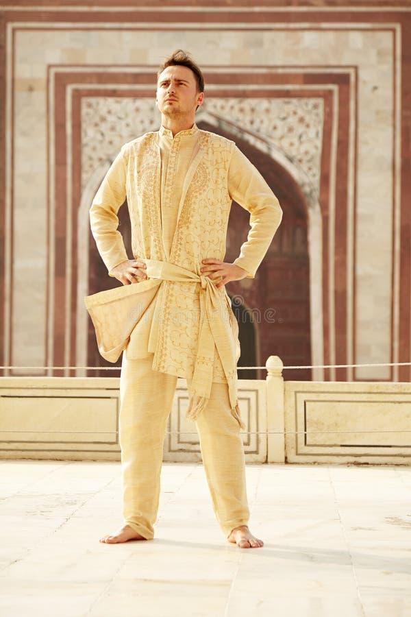 Młody człowiek w hindusie odziewa zdjęcie royalty free