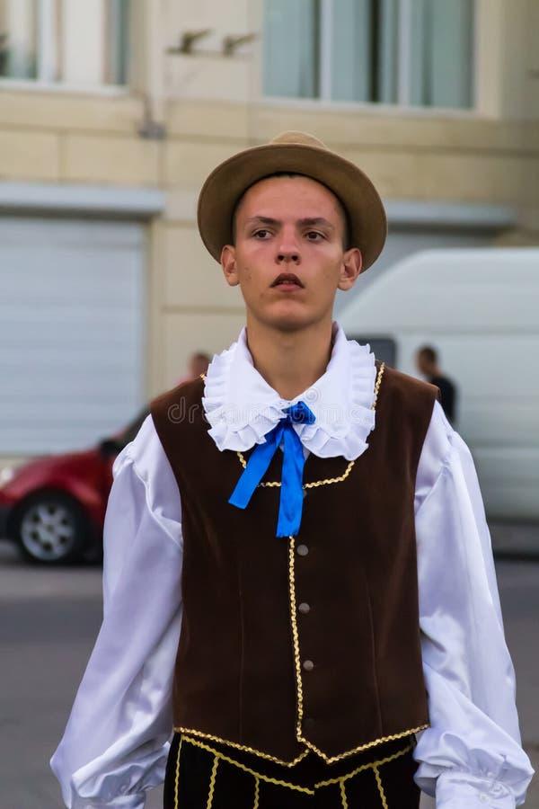 Młody człowiek w tradycyjnej Żydowskiej odzieży podczas festiwalu zdjęcia royalty free