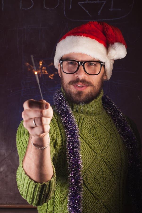 Młody człowiek z brodą w zielonym trykotowym pulowerze zdjęcie royalty free