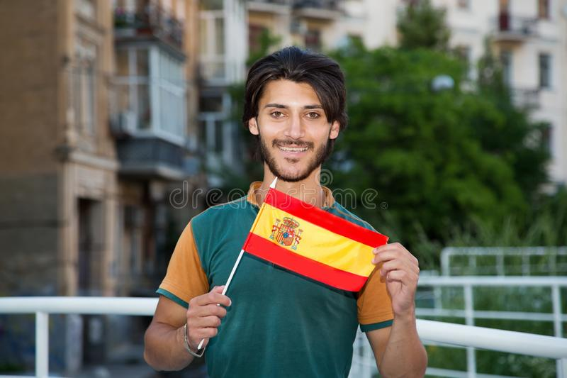 Młody człowiek z flagą Hiszpania zdjęcia royalty free