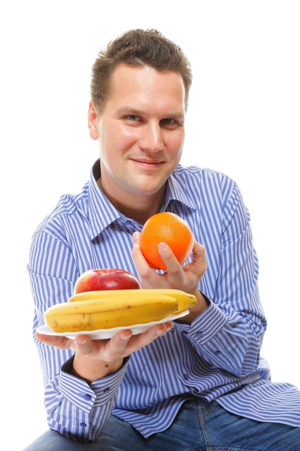 Młody człowiek z owoc zdrową dietą odizolowywającą zdjęcia royalty free