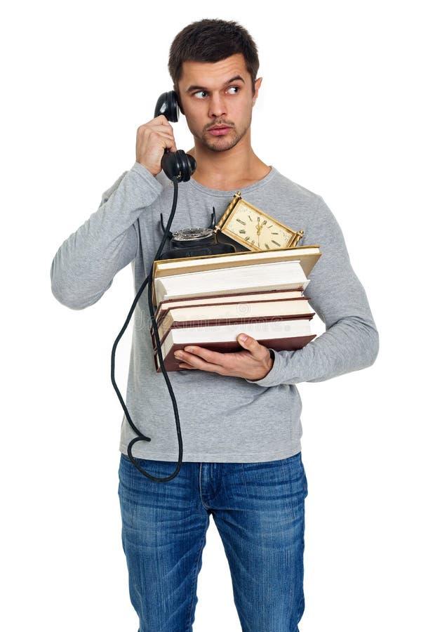 Młody człowiek z stosem książki w rękach zdjęcia stock