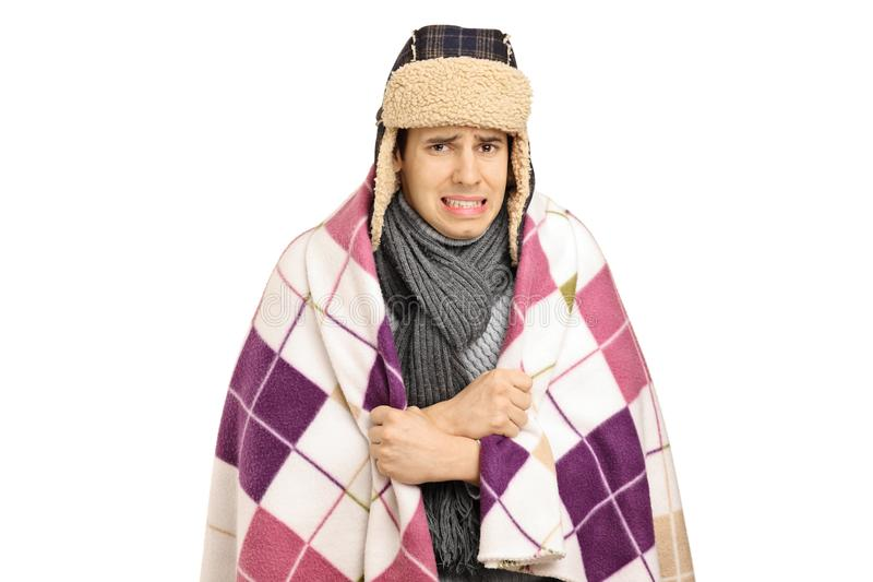 Młody człowiek zakrywający z powszechnym czuciowym zimnem zdjęcie royalty free