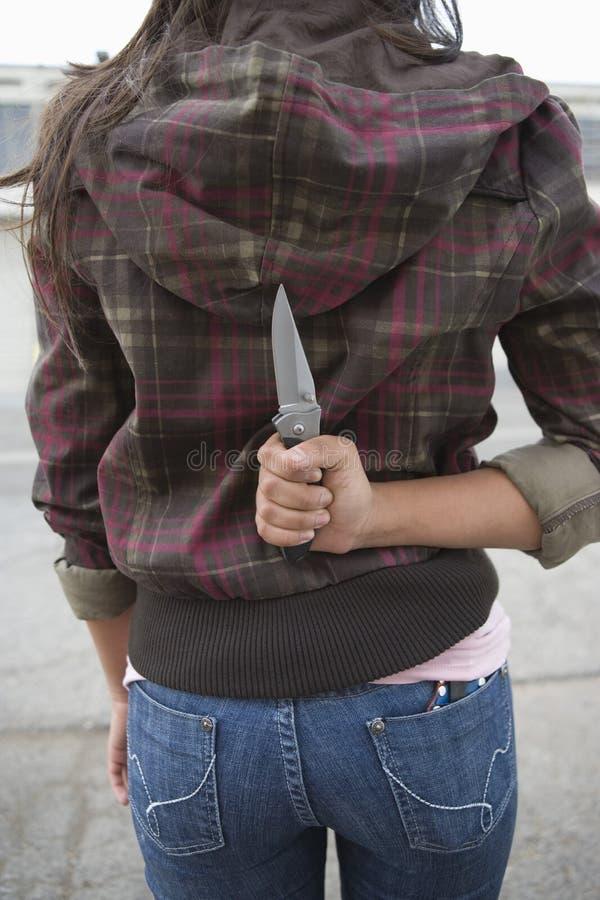 Młody Żeński Kryminalny mienie nóż zdjęcia royalty free