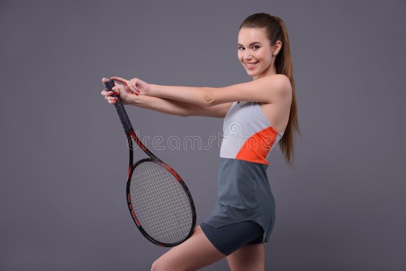 Młody i seksowny gracz w tenisa zdjęcia stock