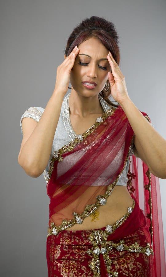 Download Młody Indiański Kobiety Cierpienie Od Migreny Zdjęcie Stock - Obraz złożonej z hindus, koncentracja: 41951970