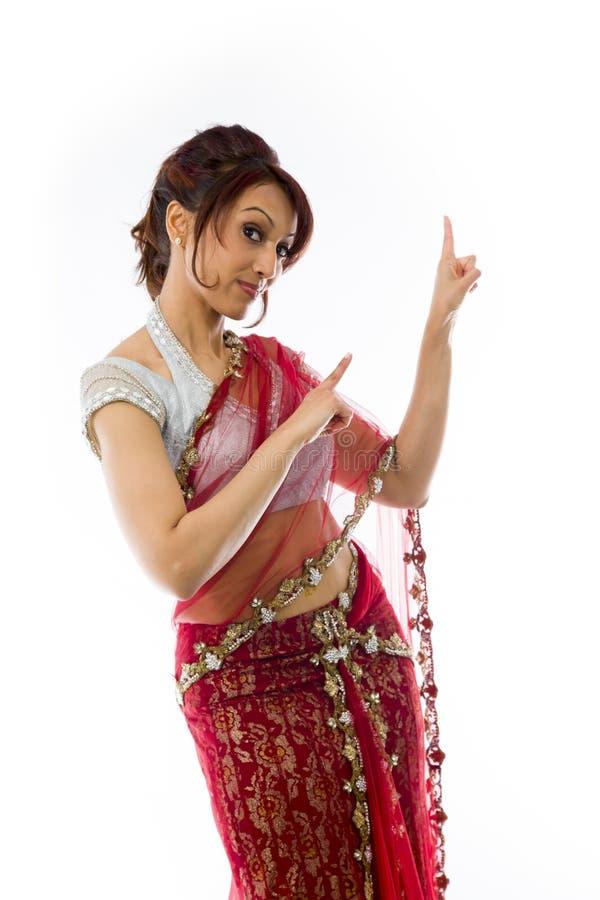 Download Młody Indiański Kobiety Wskazywać Oddolny I Uśmiechnięty Zdjęcie Stock - Obraz złożonej z etnocentryzm, przyjemność: 41951610