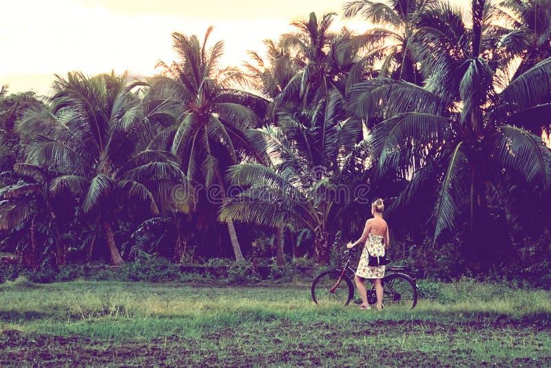 młody jeździeccy rower kobiety zdjęcia stock