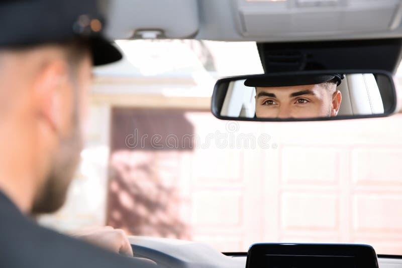 Młody kierowca w luksusowym samochodzie zdjęcie royalty free