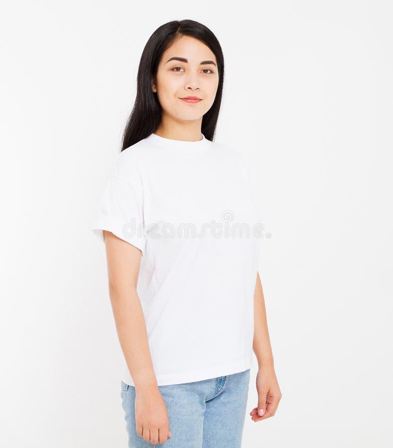 Młody koreańczyk, azjatykcia brunetki kobieta w pustej białej koszulce, t koszulowy projekt i ludzie pojęć, Koszula frontowy wido fotografia royalty free