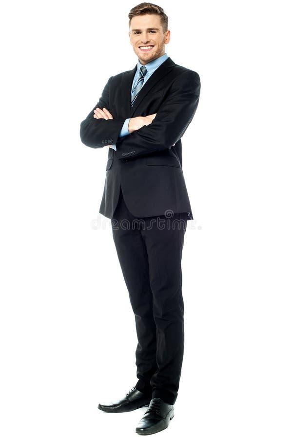 Młody korporacyjny facet, pełny długość strzał. obraz royalty free