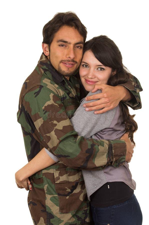 Młody militarny żołnierz wraca spotykać jego żony fotografia stock
