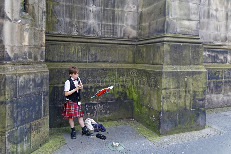 MÅ'ody Muzyk, High Street Royal Mile - Edynburg, Szkocja fotografia stock