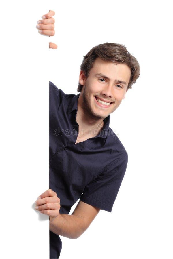 Młody organizatora mężczyzna trzyma pustego sztandar zdjęcia royalty free