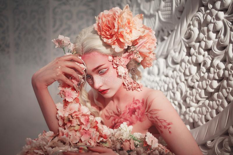 Młody piękny dziewczyna elf Kreatywnie bodyart i makijaż zdjęcia royalty free