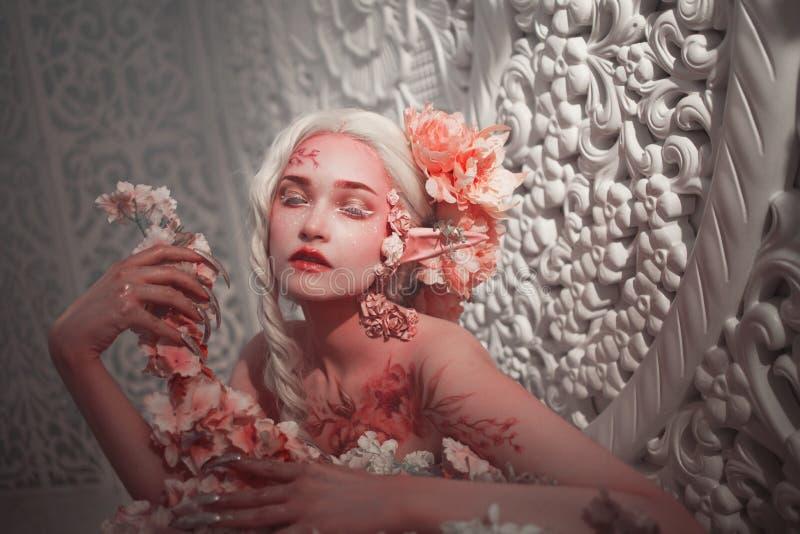 Młody piękny dziewczyna elf Kreatywnie bodyart i makijaż fotografia stock
