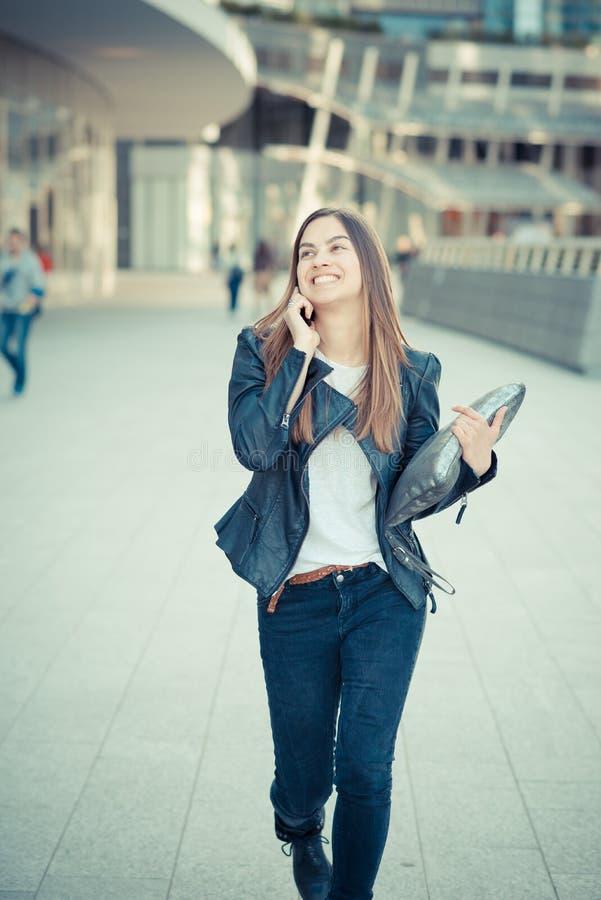 Młody piękny kobiety dzwonić zdjęcie stock