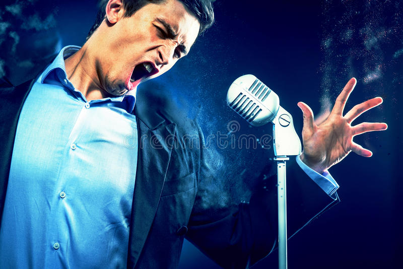Młody przystojny mężczyzna śpiew ilustracja wektor