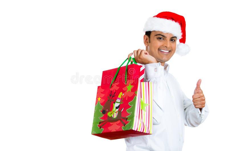 Młody przystojny mężczyzna excited o bożych narodzeń robić zakupy zdjęcia royalty free