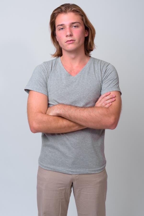 Młody przystojny mężczyzna z długim blondynem fotografia royalty free