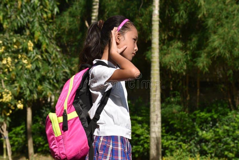 Młody Różnorodny Studencki nastolatka słuchanie Z książkami fotografia stock