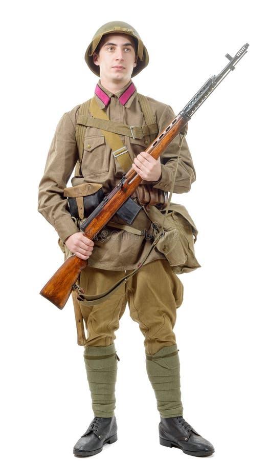 Młody Radziecki żołnierz z karabinem na białym tle zdjęcie royalty free