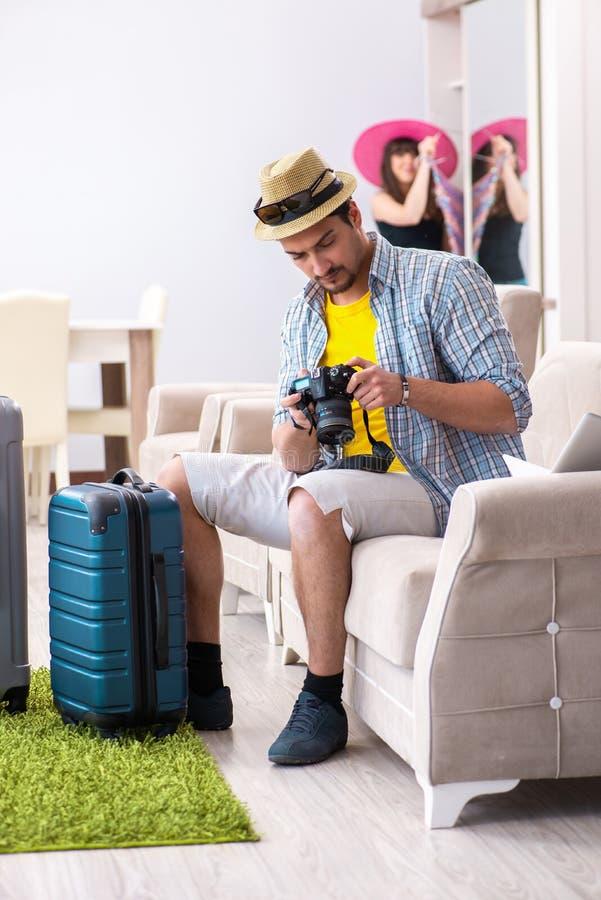 Młody rodzinny kocowanie dla urlopowej podróży zdjęcie royalty free