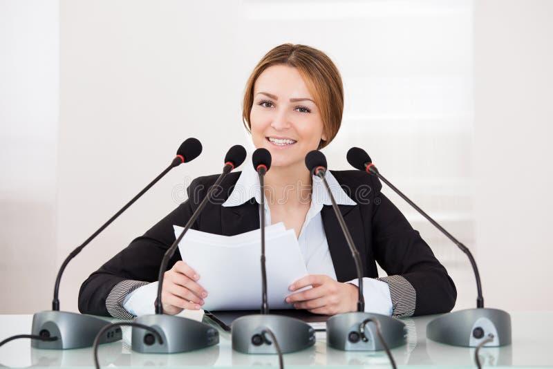 Bizneswoman W konferenci zdjęcia stock