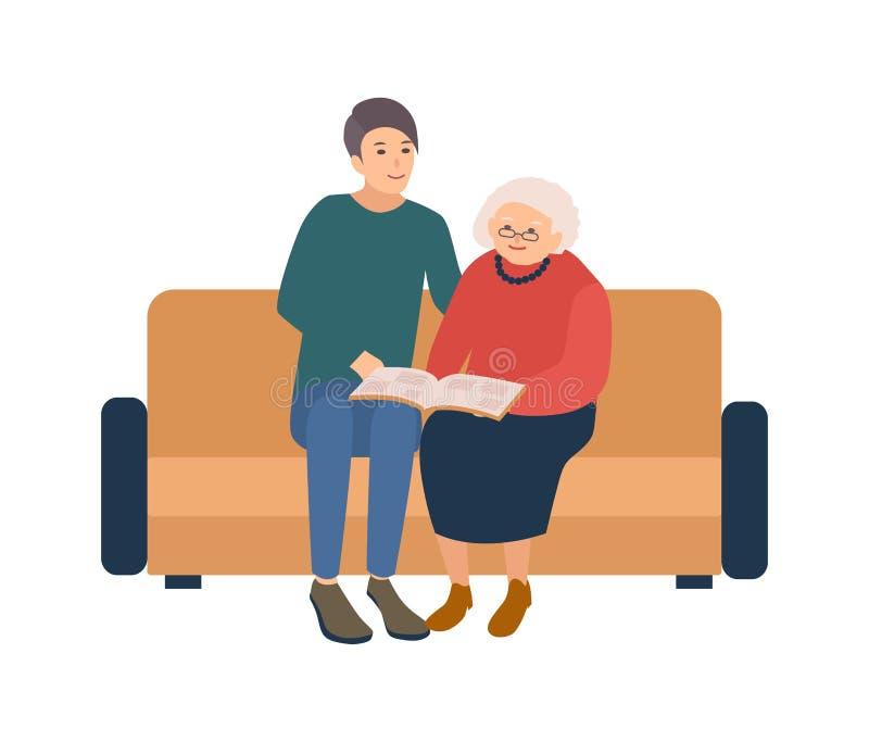 Młody samiec wolontariusza obsiadanie na kanapie z szczęśliwą starszą kobietą i czytelniczą książką Ogólnospołeczny zgłaszać się  royalty ilustracja