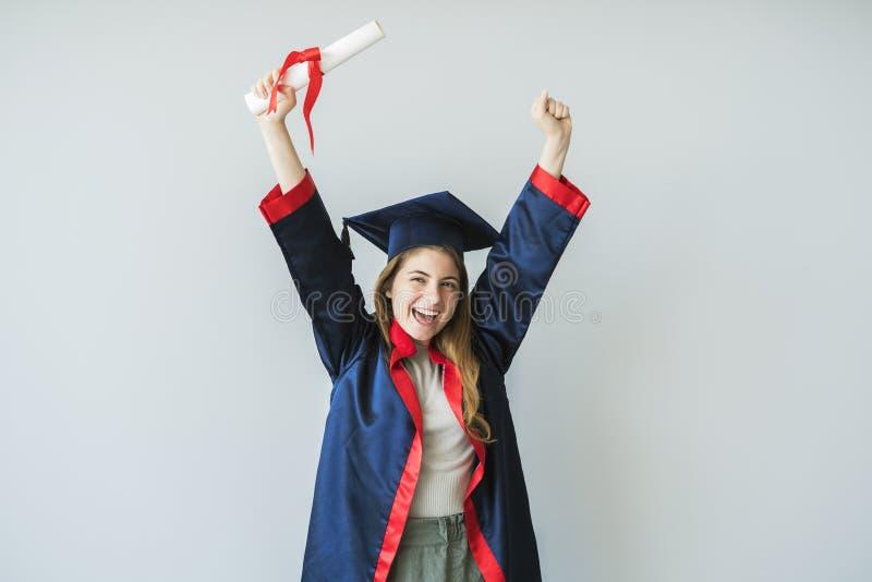 Młody studencki kończyć studia od uniwersyteta obrazy stock