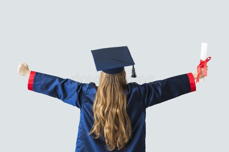 Młody studencki kończyć studia od uniwersyteta zdjęcie royalty free