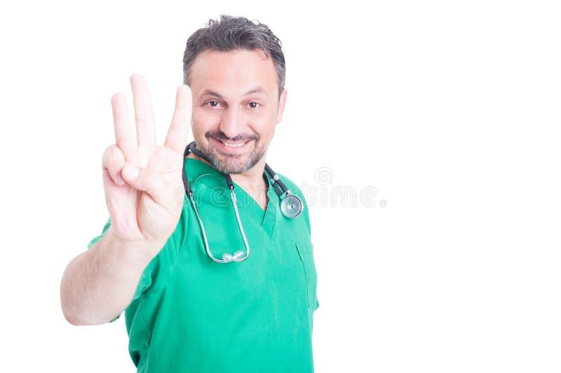 Młody studenta medycyny seans liczba trzy z jeden ręką fotografia royalty free