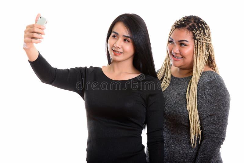 Młody szczęśliwy Azjatycki transgender kobiety i sadło kobiety Azjatycki ono uśmiecha się zdjęcia royalty free