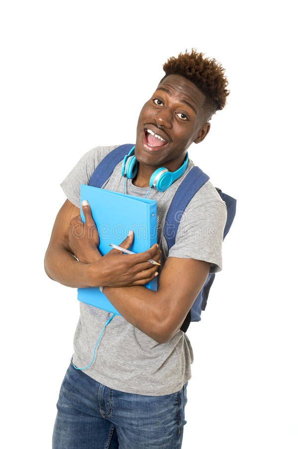 Młody szczęśliwy uniwersytecki czarny afro amerykański uczeń na jego 20s uśmiechniętym pozytywie zdjęcia royalty free