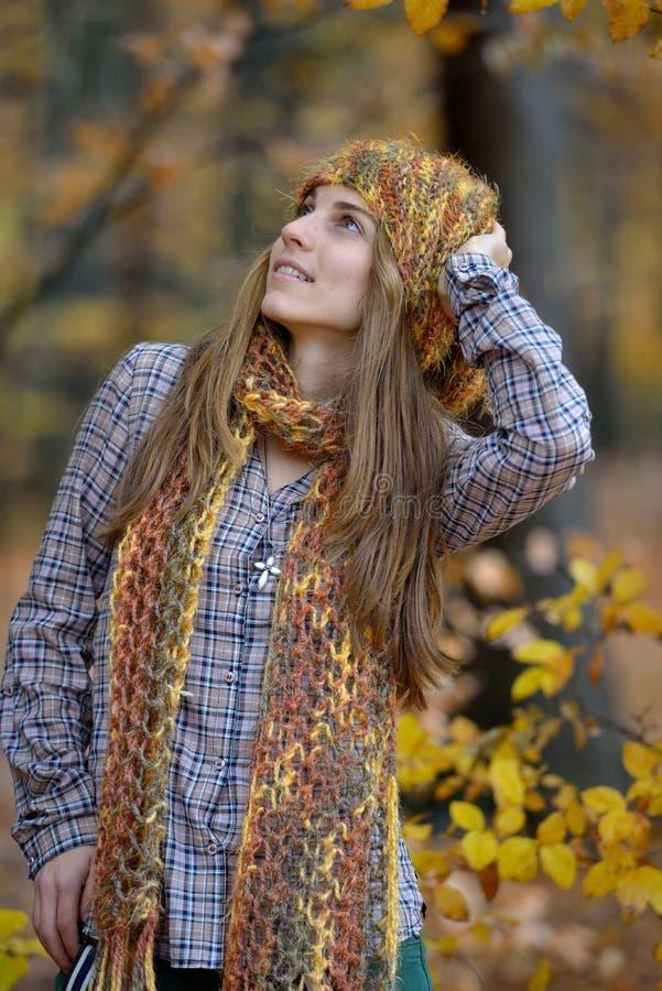 Młody uśmiechnięty kobieta portret plenerowy obraz stock