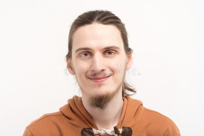 Młody uśmiechnięty mężczyzna portret obrazy royalty free