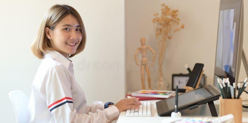 Młody ufny Azjatycki projektant zdjęcie stock