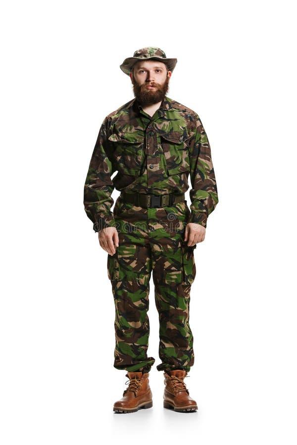 Młody wojsko żołnierz jest ubranym kamuflażu mundur odizolowywającego na bielu fotografia stock