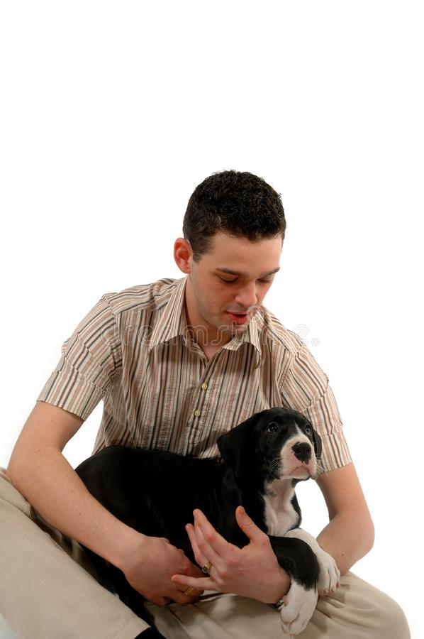 Młodych człowieków spojrzenia przy jego pies fotografia royalty free