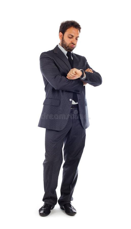 Młodzi biznesmenów spojrzenia przy zegarem obraz stock