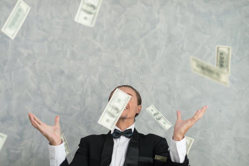 Młodzi biznesmeni które są pomyślni w biznesie z wiele, bank obrazy royalty free
