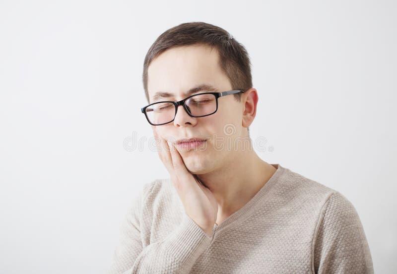 Młodzi człowiecy z toothache obrazy stock