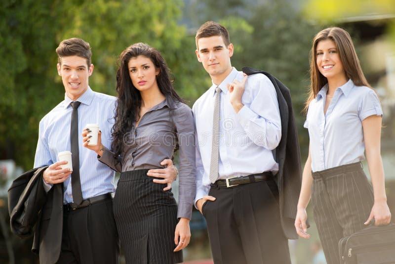 Młodzi ludzie biznesu Na Kawowej przerwie fotografia stock