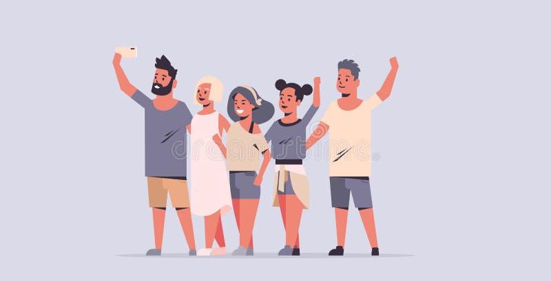 Młodzi ludzie grupują brać selfie fotografię na smartphone kamery przyjaciołach ma zabaw męskie żeńskie postacie z kreskówki folo ilustracja wektor