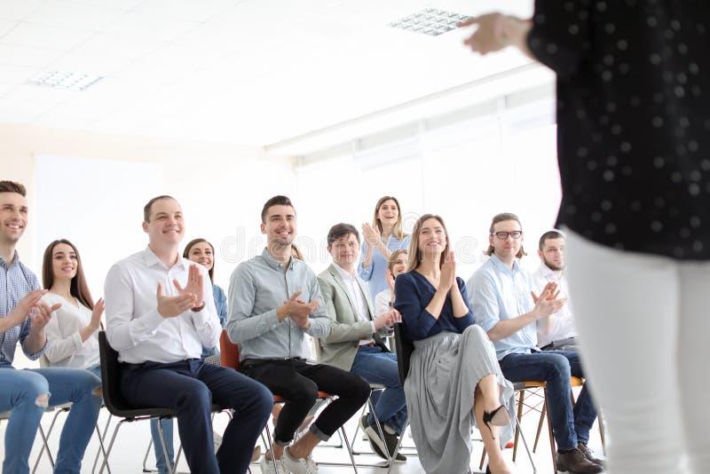 Młodzi ludzie ma biznesowego szkolenie obraz royalty free