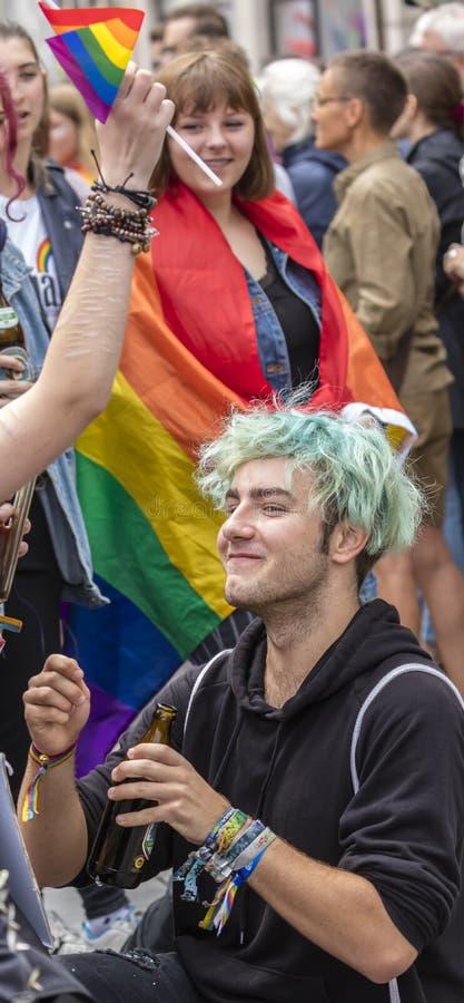 2019: Młodzi ludzie uczęszcza Gay Pride paradują także znają jako Christopher dnia Uliczny CSD w Monachium, Niemcy fotografia stock