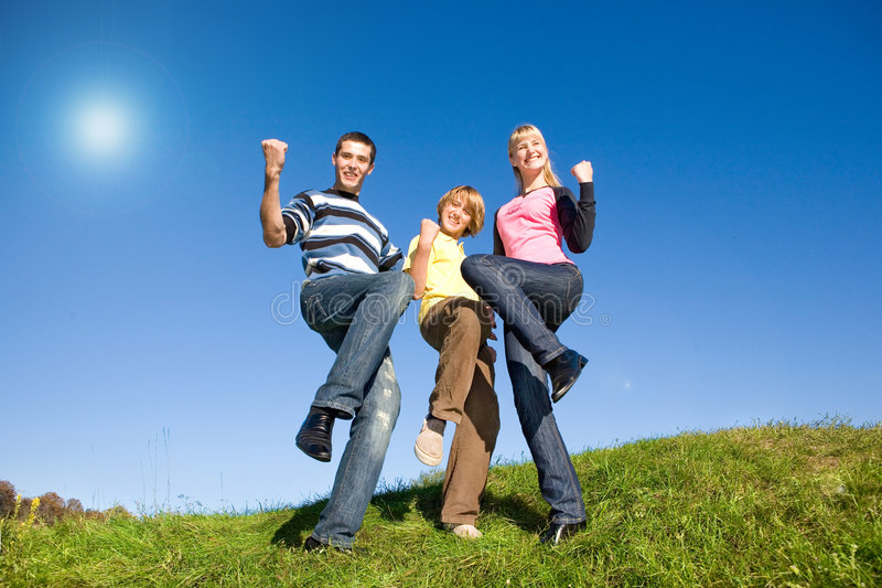młodzi szczęśliwi ludzie obraz royalty free