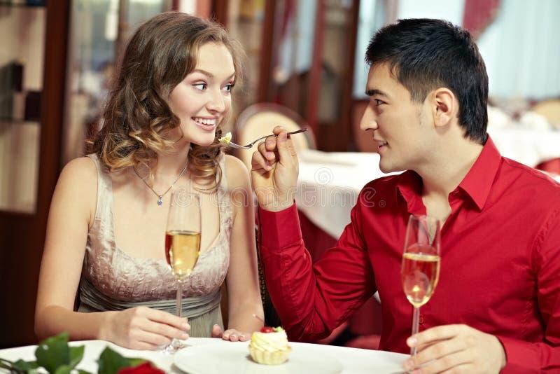 Młodzi współmałżonkowie łomota out zdjęcie royalty free